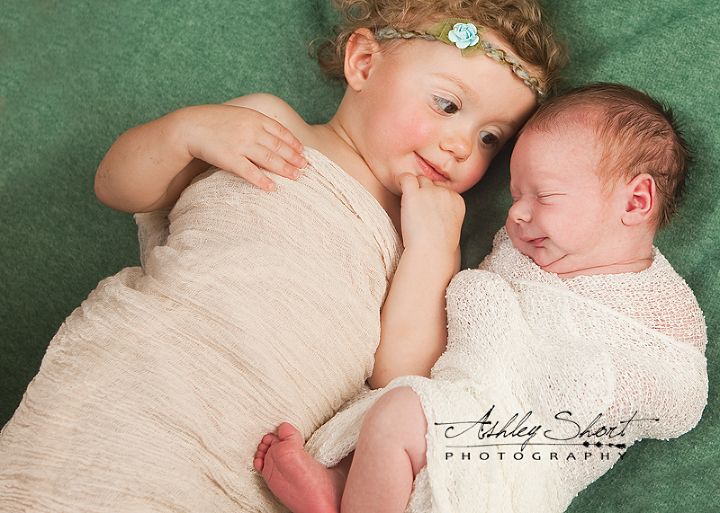 siblings photo, newborn and toddler.  Archbold Photographer